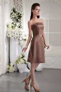 Brown Empire Strapless Dama Dress with Bow to Knee-length