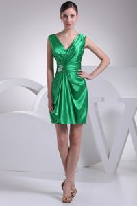 Green Ruche Decorated Straps Forming V-neck Short Quince Dama Dresses