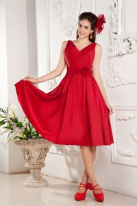 Red Straps Forming V-neck Quinceanera Dama Dresses with Flowers