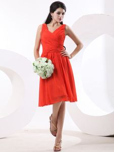 V-neck Knee-length Ruched Red Dama Dresses for Quinceanera
