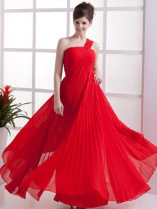 2013 Pleated One Shoulder Red Quince Dama Dress for Wholesale