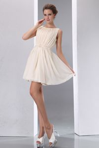 Champagne Mini Quince Dama Dress with Scoop Neck and Ruche